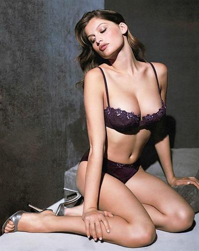 Laetitia Casta in lingerie