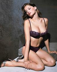 Laetitia Casta in lingerie