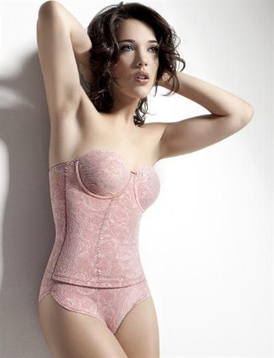 Adriana Birolli in lingerie