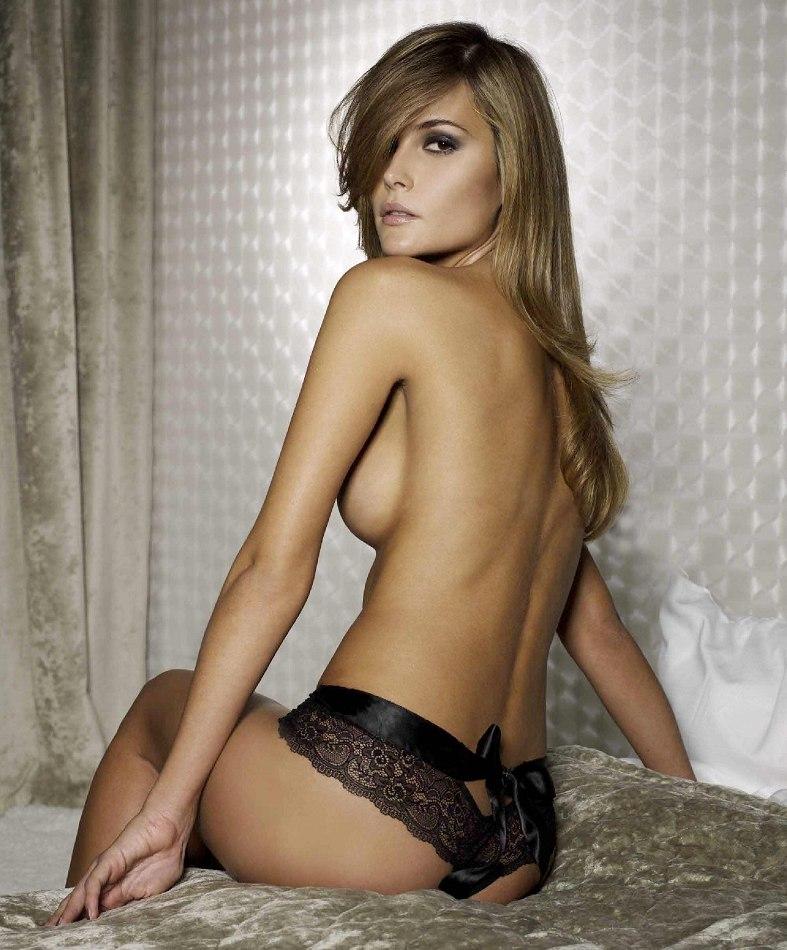 Natalia Borges in lingerie