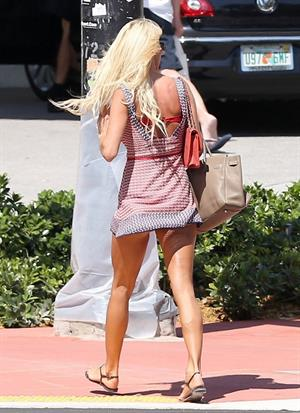 Victoria Silvstedt taking a stroll to the beach in Miami on March 30, 2013