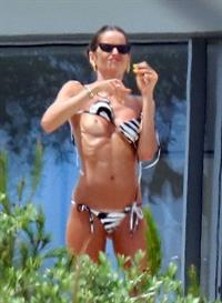 Izabel Goulart nude boobs caught by paparazzi in Saint Tropez as she is doing up her bikini accidentally exposing her topless tits also showing off her sexy ass in a thong bikini.