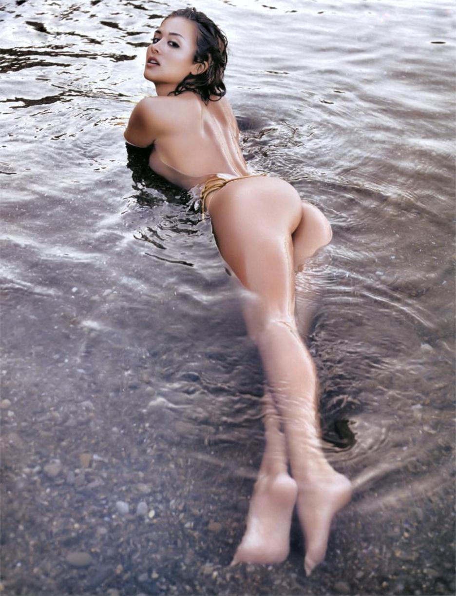 Giorgia Palmas - tits and ass