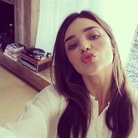 Miranda Kerr taking a selfie