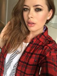 Tanya Burr taking a selfie