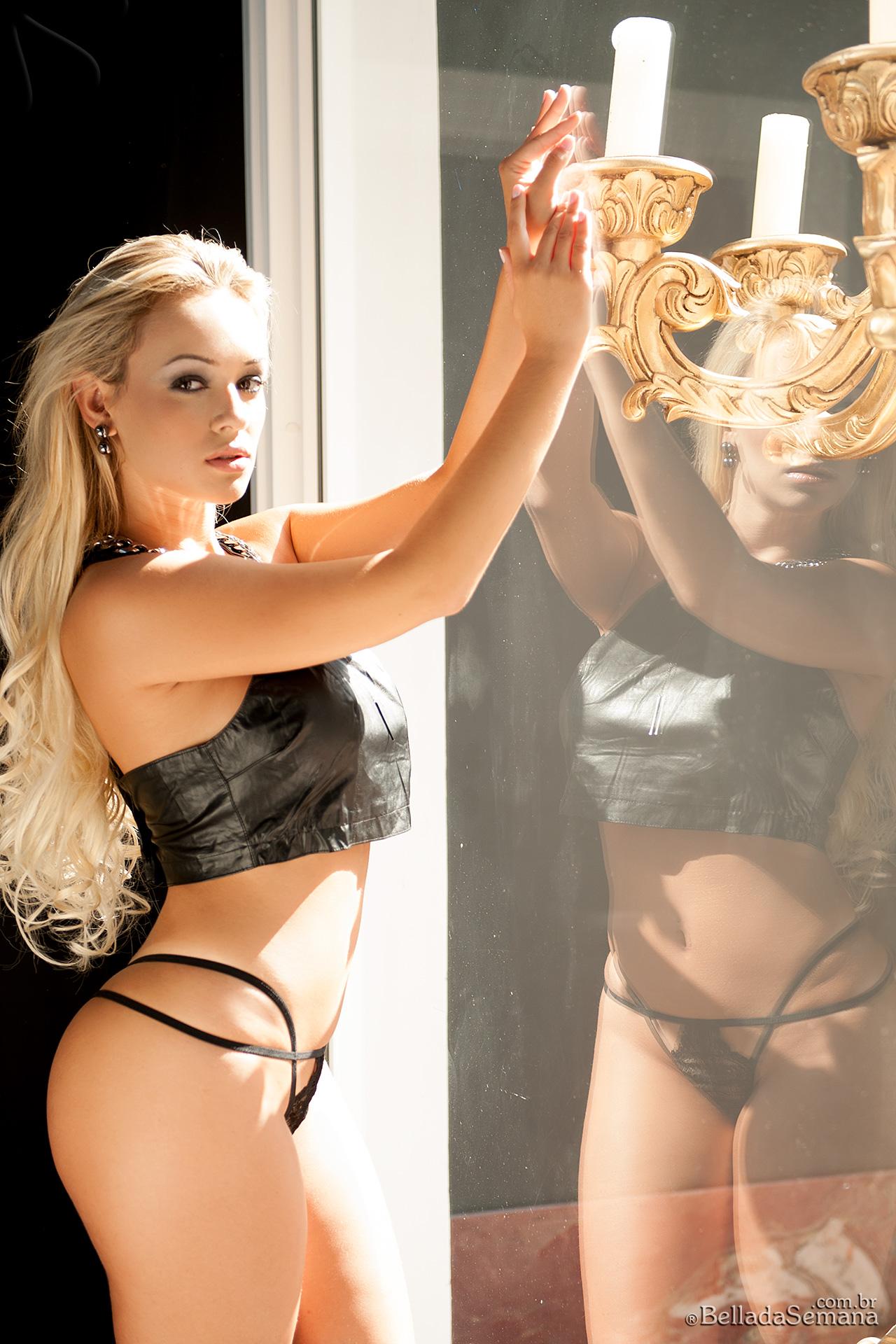 Liziane Soares in lingerie